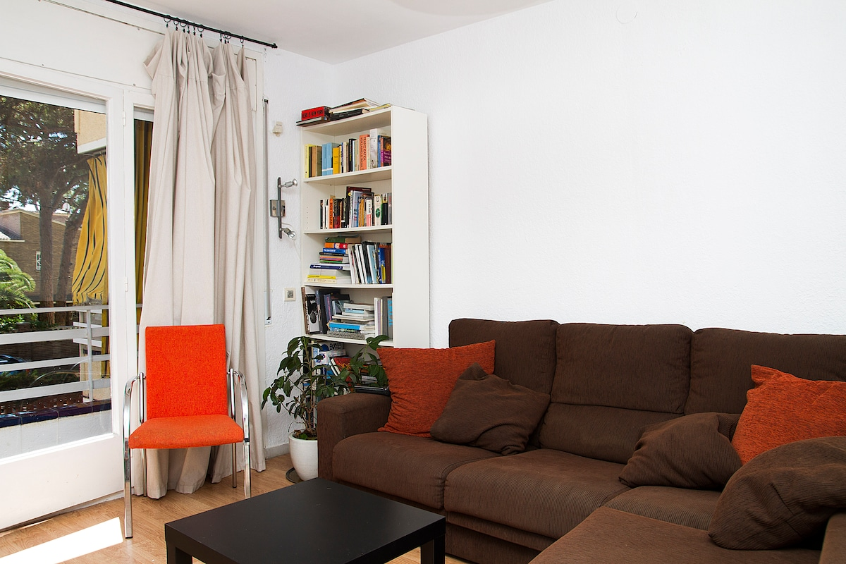 the living room, warm, simple, spacious.