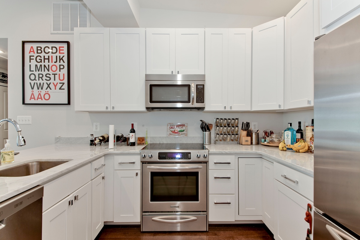 Full kitchen with all appliances. Help yourself to any food and open bottles.