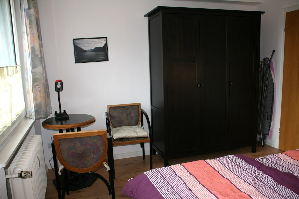 Schlafzimmer            bedroom