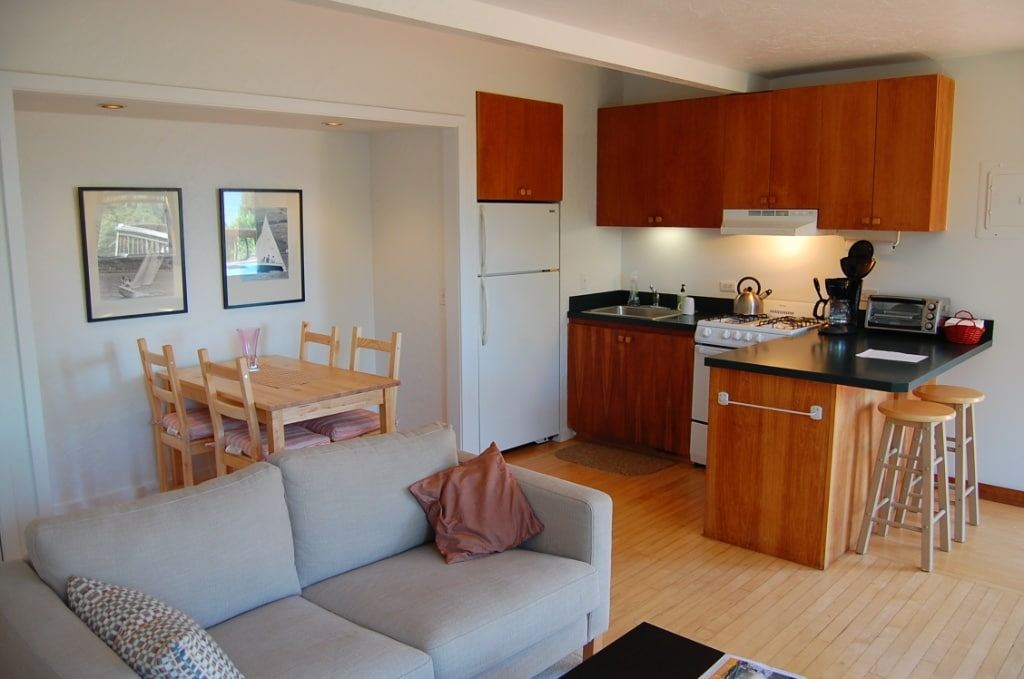 Dining nook and kitchen - cozy and convenient