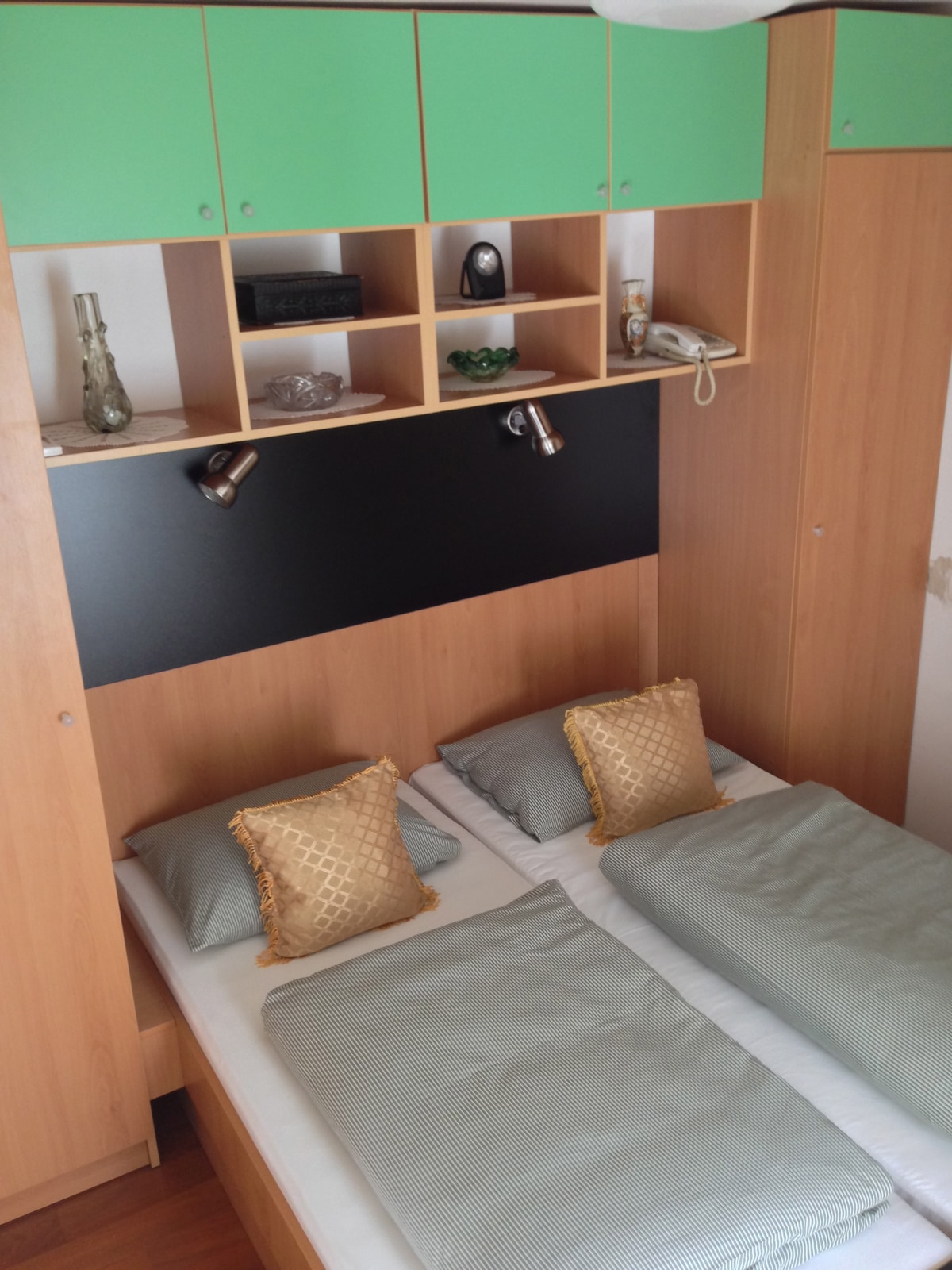 2ppl room - double bed
