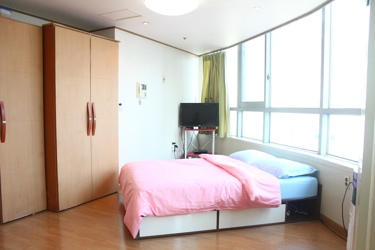 Cozy, spacious room for your convenient trip