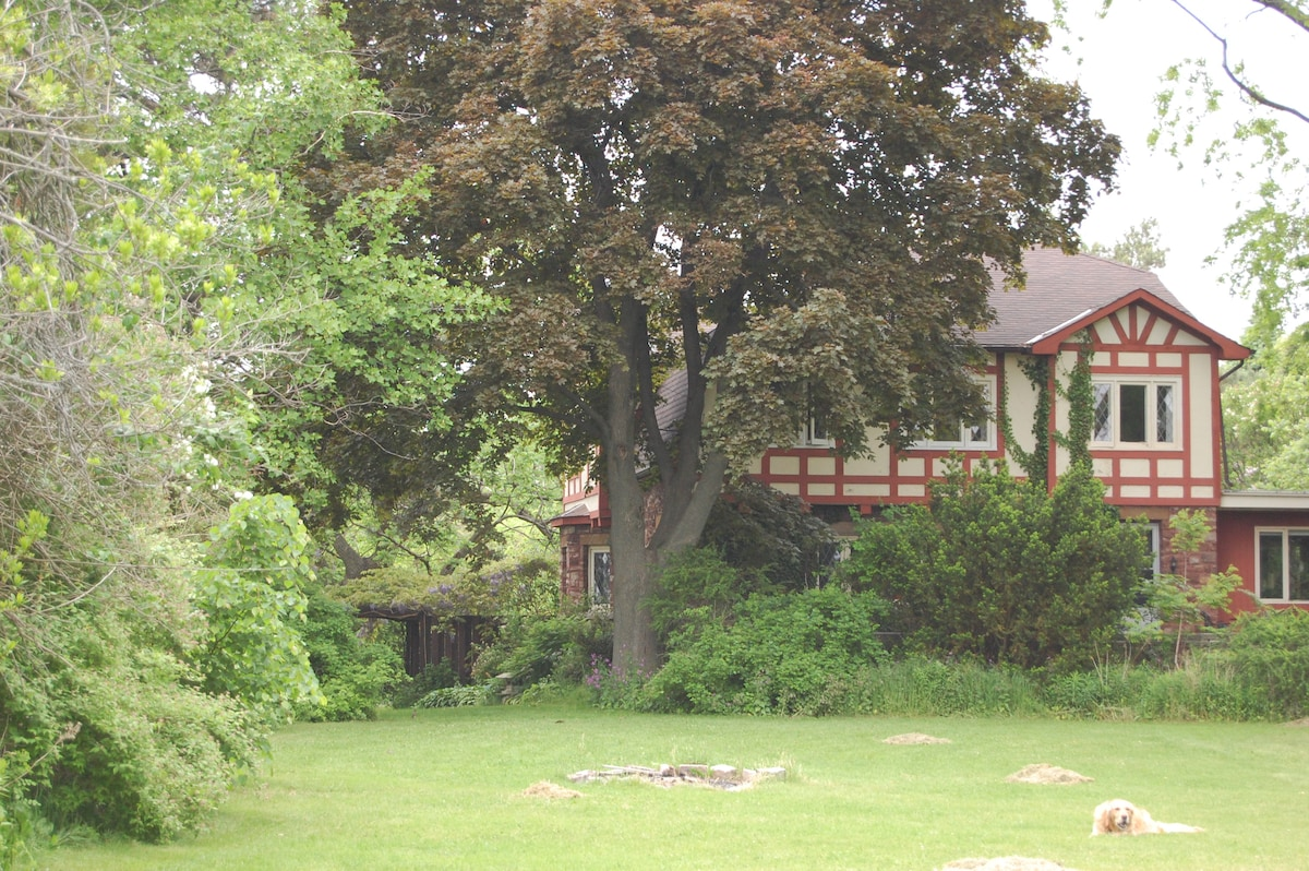Night Owl &  Escarpment Rooms looking out towards the Niagara Escarpment and the Twenty Mile Creek in the Twenty Valley.