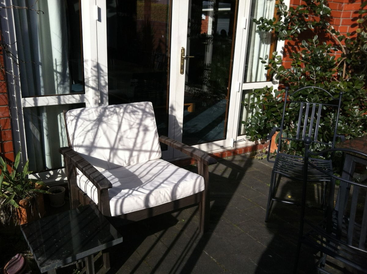 Sunny spot for a wine or cuppa.