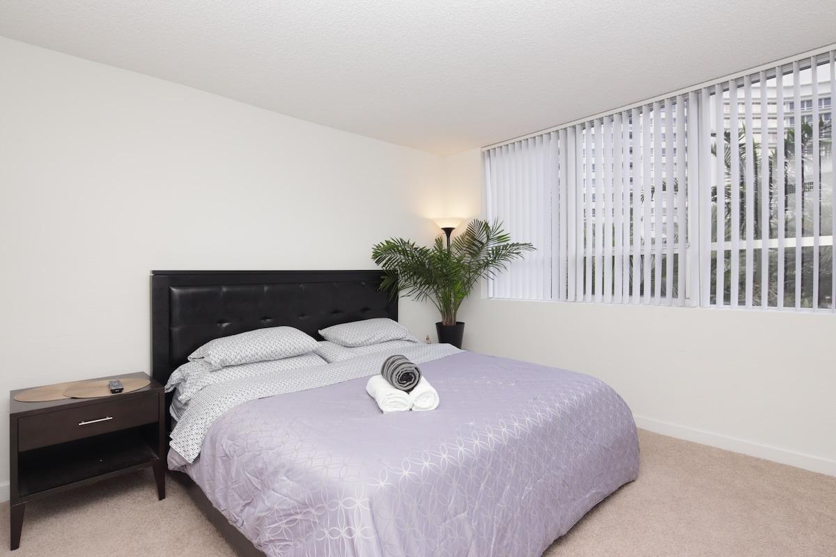 Executive Resort Bedroom Bay Front