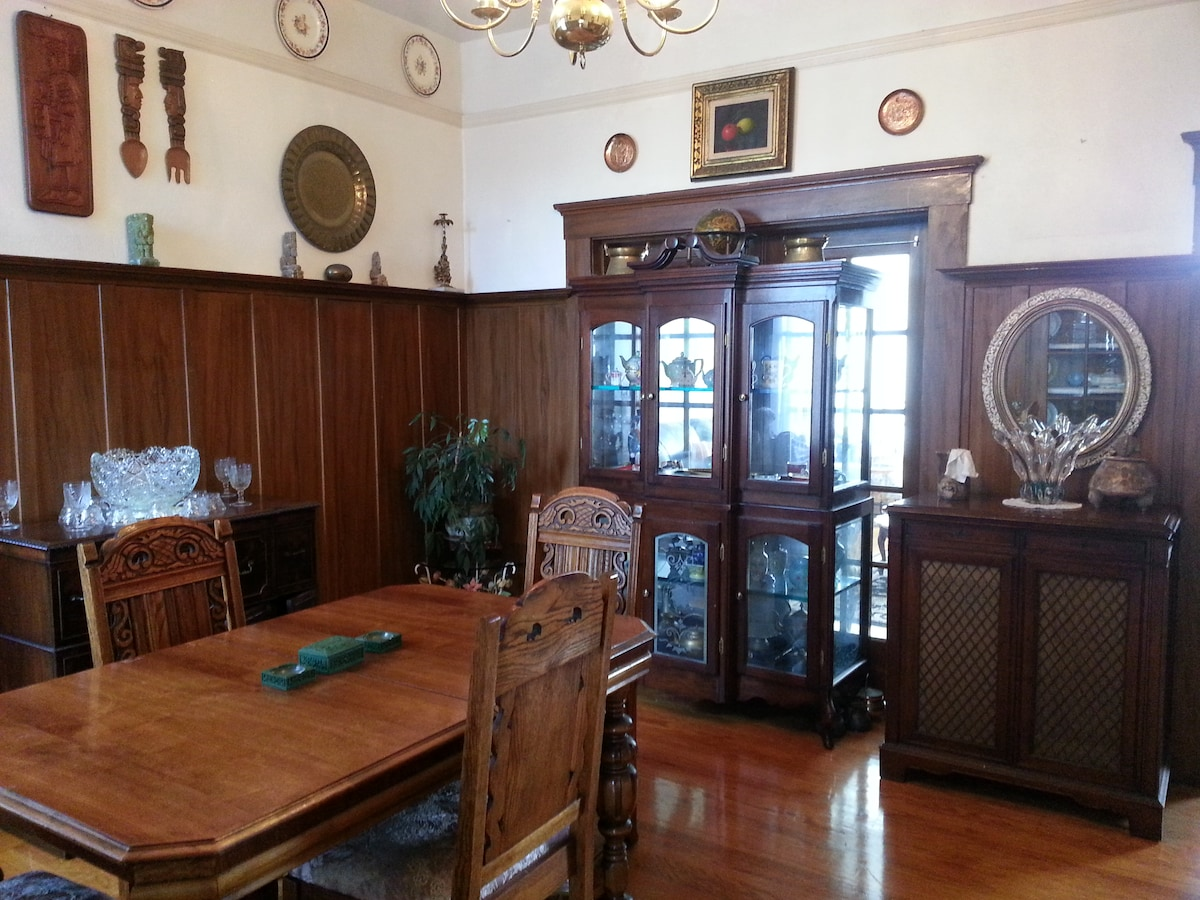 Table extends and accommodates 8 when middle leaf is pulled out. Formal Dining Room seats 6