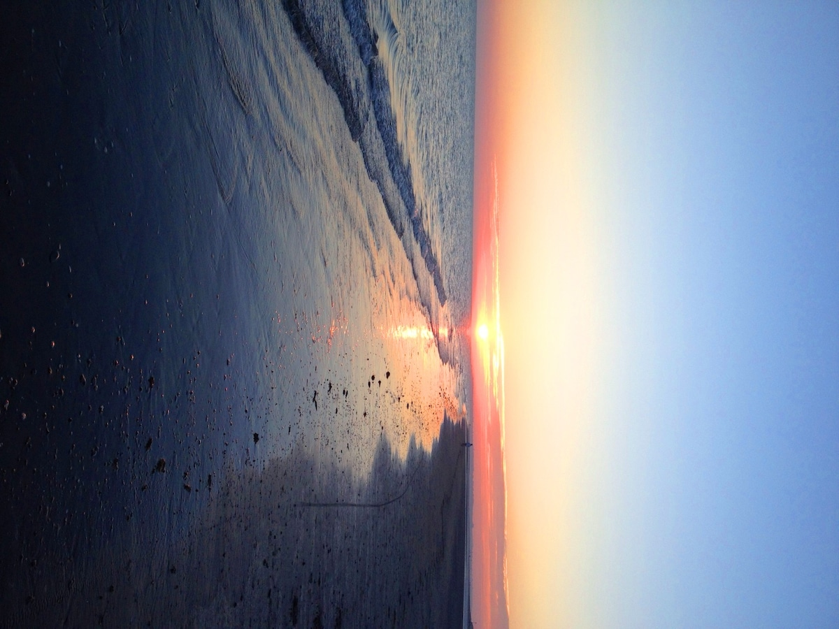Spectacular Serene sunset walks from Bracklesham to east and west Witterings beach..