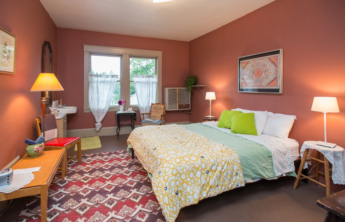 The largest, sunniest room at the 16th Ave WalkUps.  Great for longer stays.