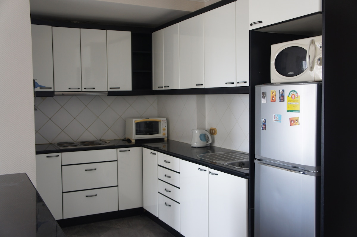 Lovely, fully fitted kitchen, will all modern appliances including a fridge/freezer.