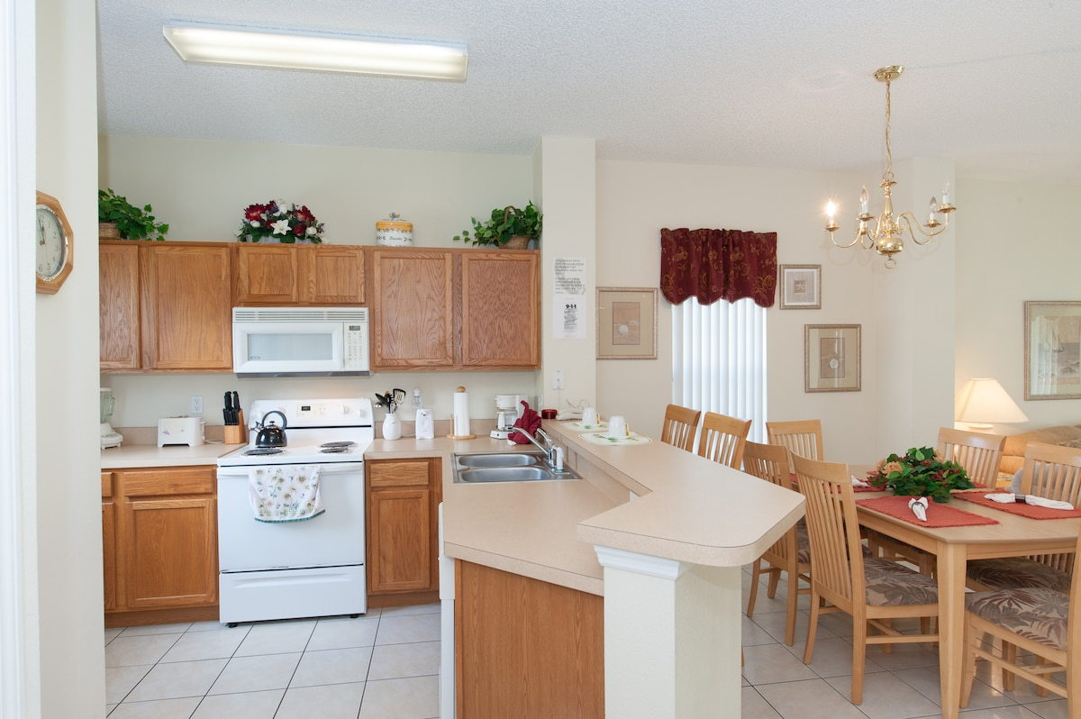 open, fully equipped kitchen, EMERALD ISLAND