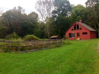 Robins' Nest Cozy Creek Cottage