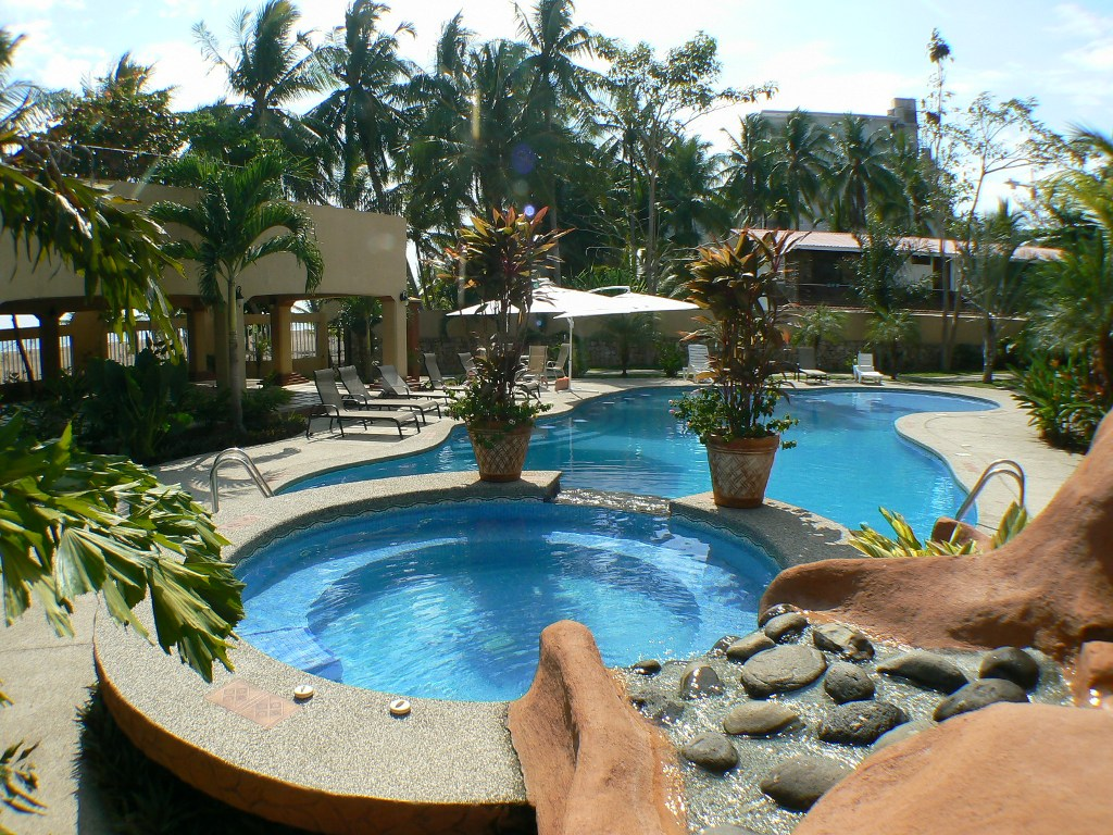 Beautiful 3 Bd. Beachfront Villa