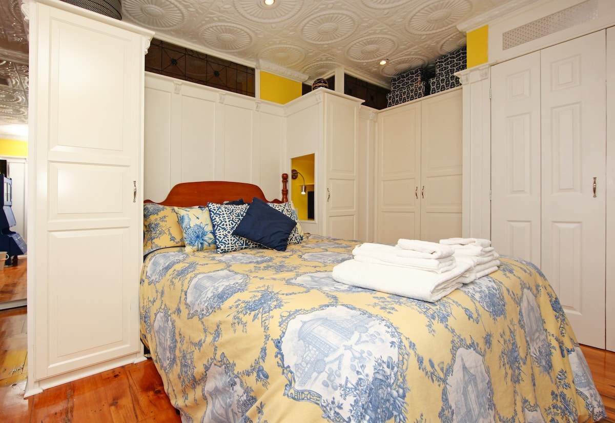 Both bedrooms offer comfortable queen-size beds, with their own 42* HDTV's, PS3's with BluRay...