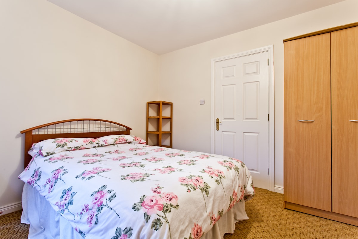 The room is in a two bed apartment in a quiet area.