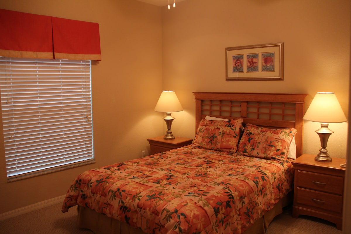 Downstair master bedroom with a queen size bed