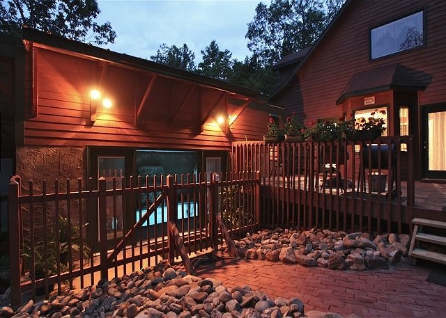 Great Back Yard/Decking that is completely private