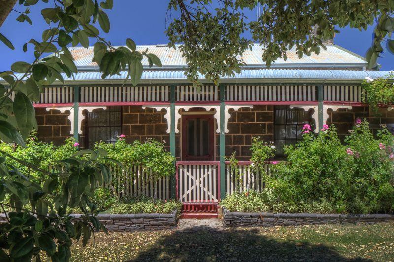 A beautiful, heritage listed 1860 cottage in the heart of Port Fairy.