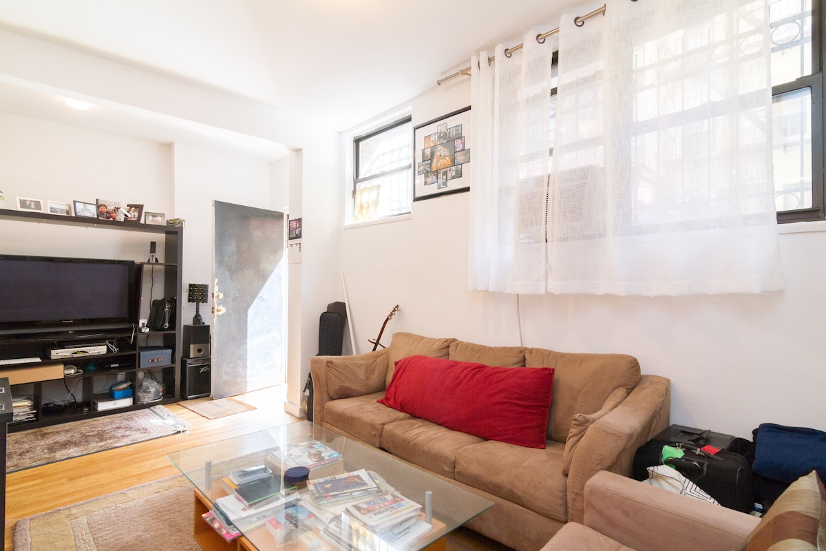 Stay in AWESOME BIG 1BR SOHO Apt
