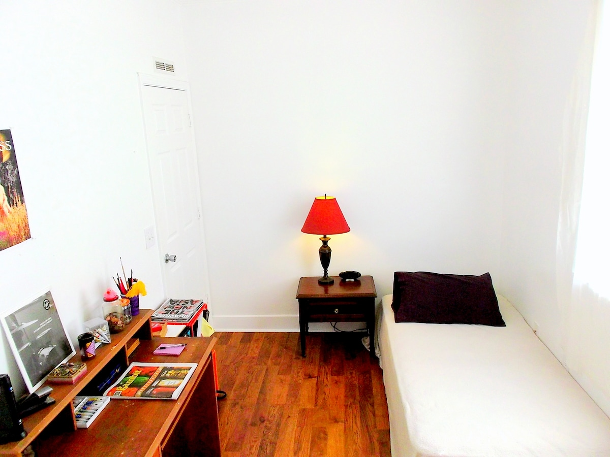 CatBnB Pvt Rm for Quiet Creatives
