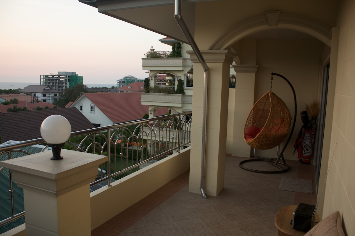 Spacious balcony facing west andt Bangkok Bay