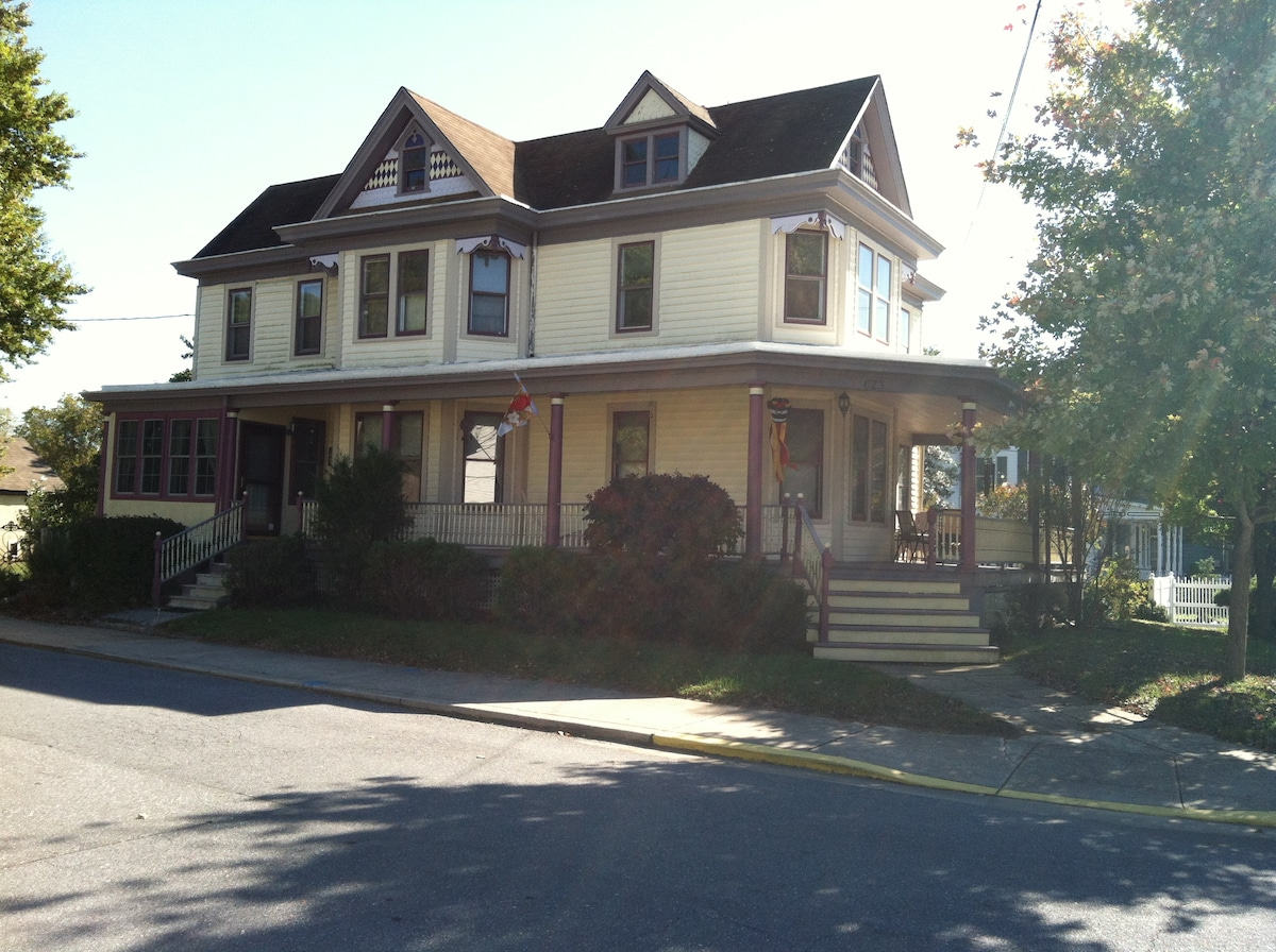 Lovely 1910 Victorian in charming Townsend, DE