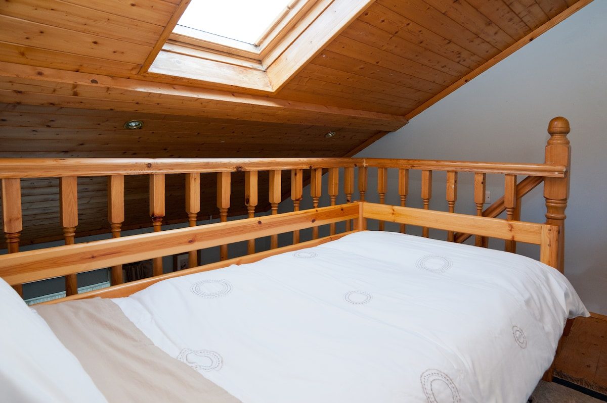 Single bed, with mattress topper, offers a great night's sleep .....