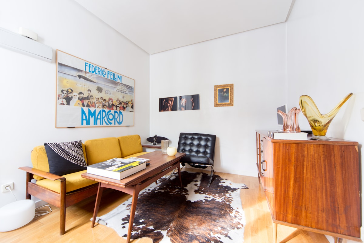 LIVINGROOM - high speed Wifi, tv, dvd, movies, books for your enjoyment
