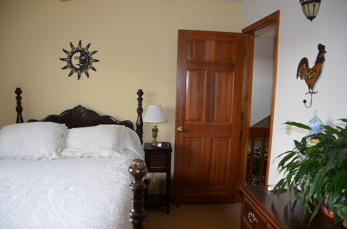 Private, bright and quiet room.  Internet access.
