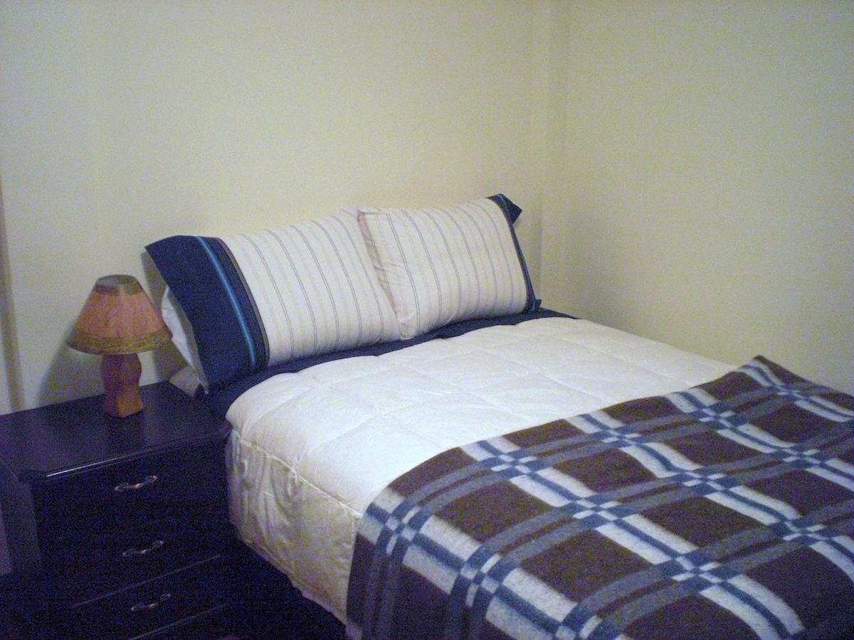 2. Bedroom (Queensize Bed)