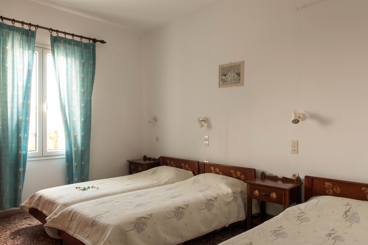 Andriani's Guest House/ Triple Room