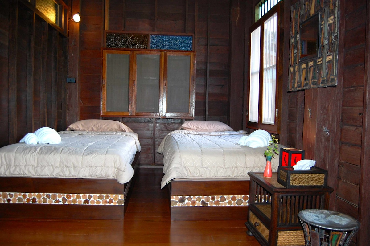 Artistic Room - 2 single beds - Chambre artistique