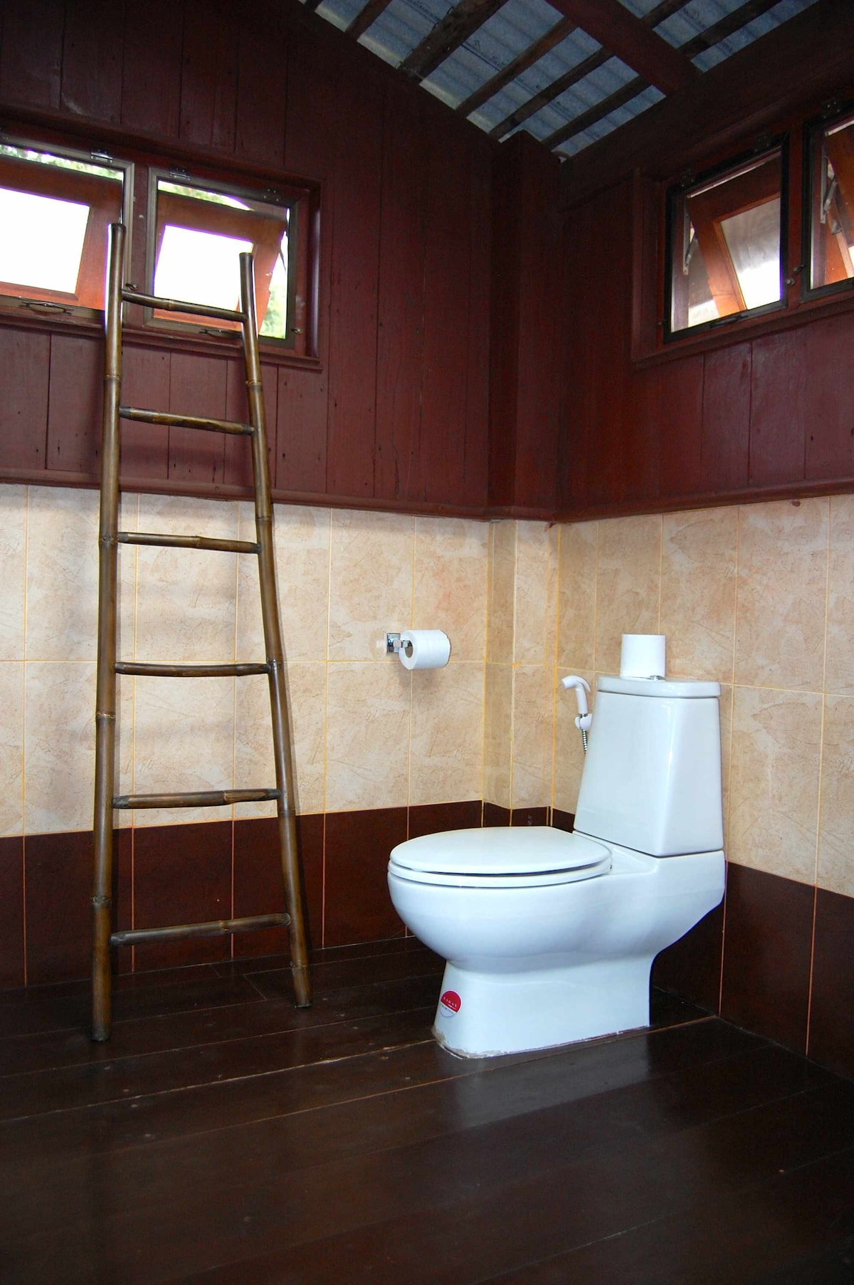 Private bathroom - Salle de bain privative
