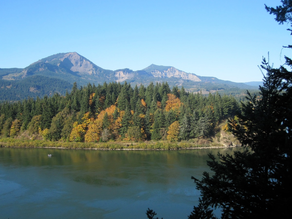 Columbia River Gorge Suite
