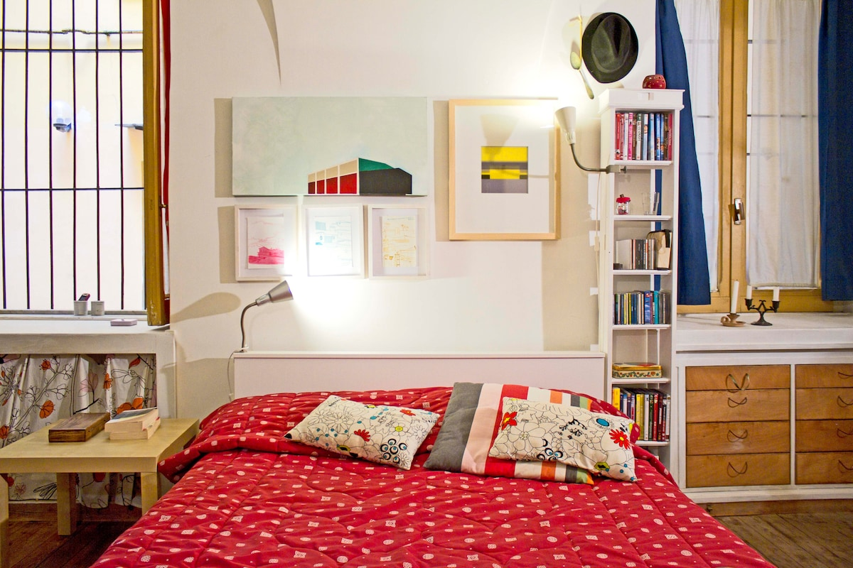 Art apartment in Naples' heart