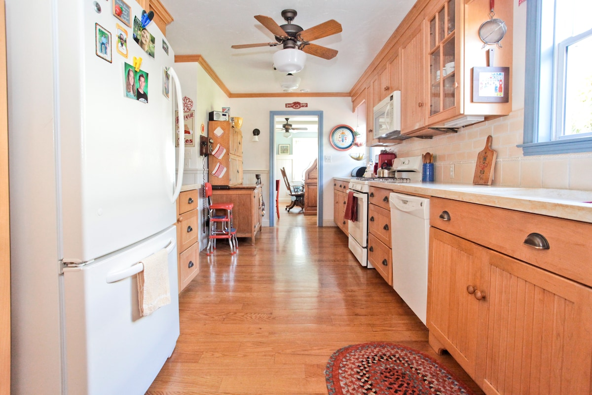 Family Kitchen...plenty of space and all you need to make wonderful meals!