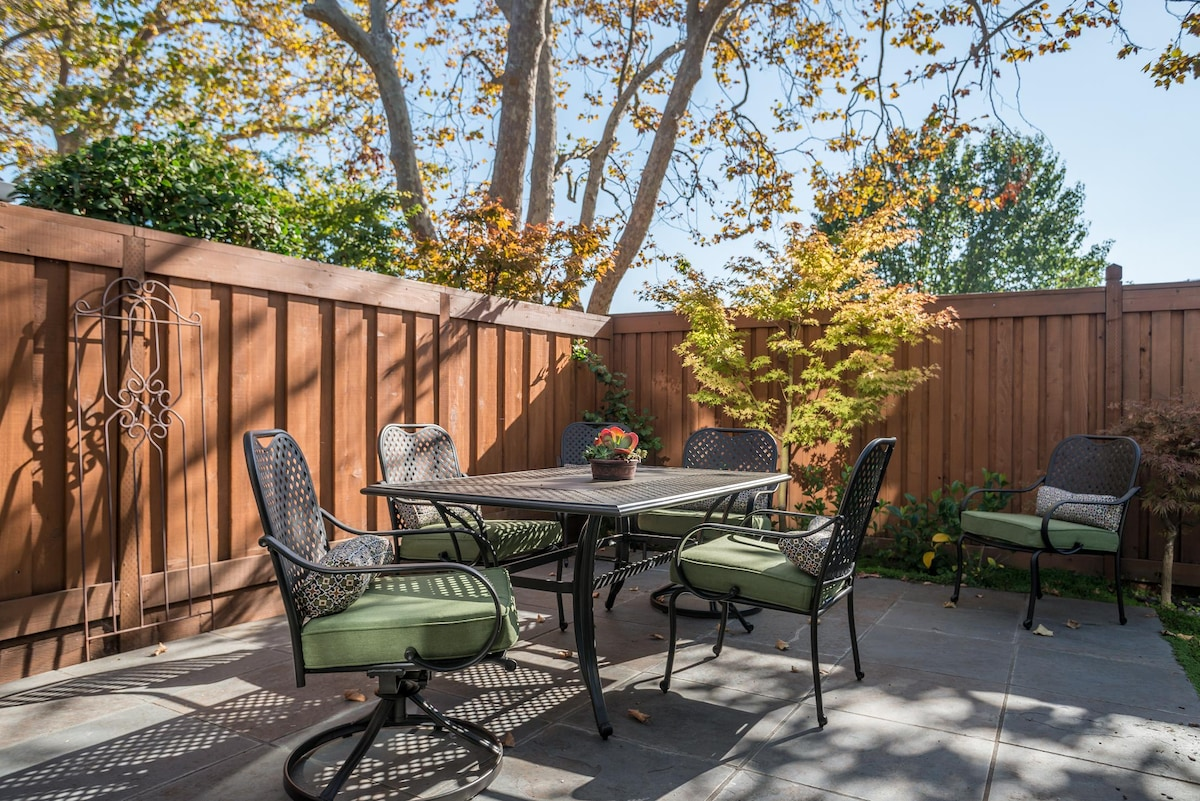 Lovely outdoor patio. Grey slate tile.  Great for bbq & entertaining.