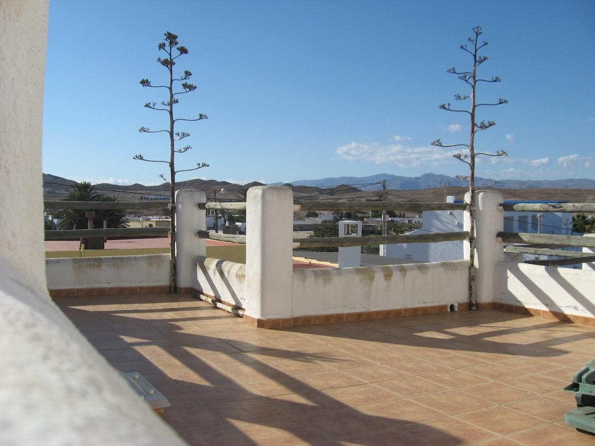 Upstairs terrace with views - Terrasse d'en haut et son splendide panorama - Terraza de arriba y sus espectaculares vistas