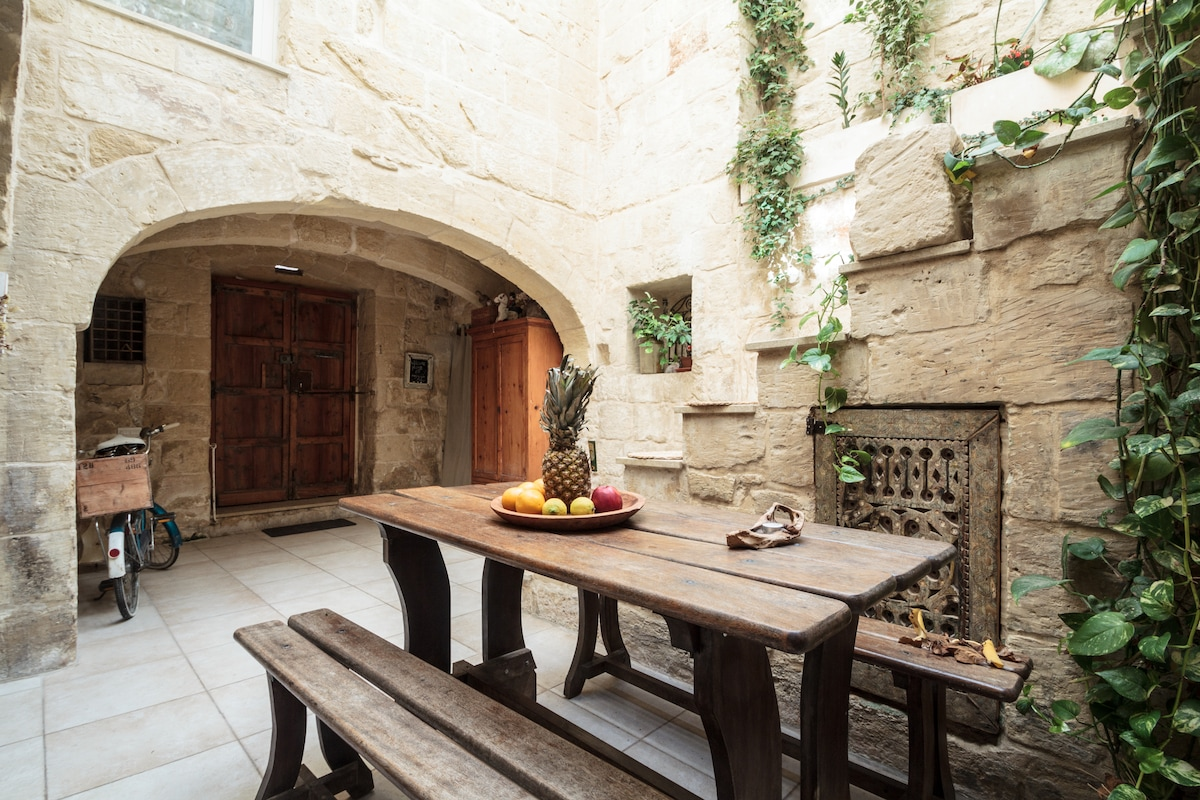 500 year old house at Mdina Gate!