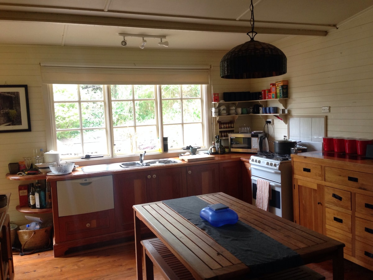 Charming 1BR weatherboard cottage
