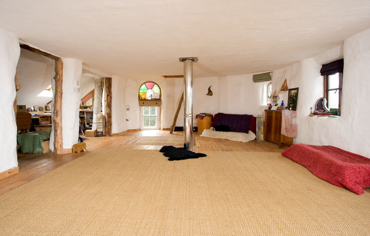 Upstairs bedroom/ yoga/ studio space. Light and spacious.