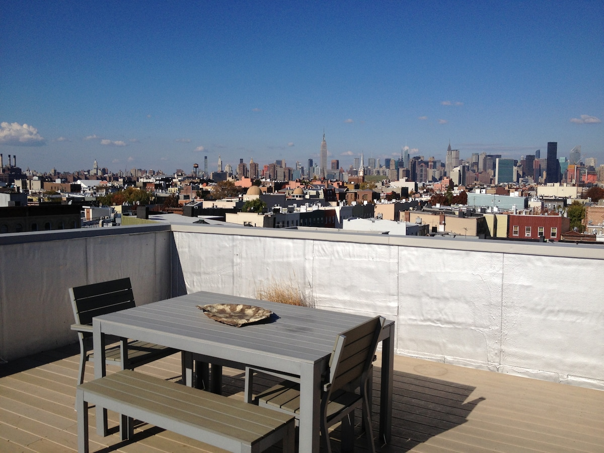 Greenpoint Penthouse! Killer Views!
