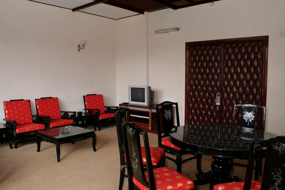 DELUXE VIP ROOM A IN HEART OF HCMC