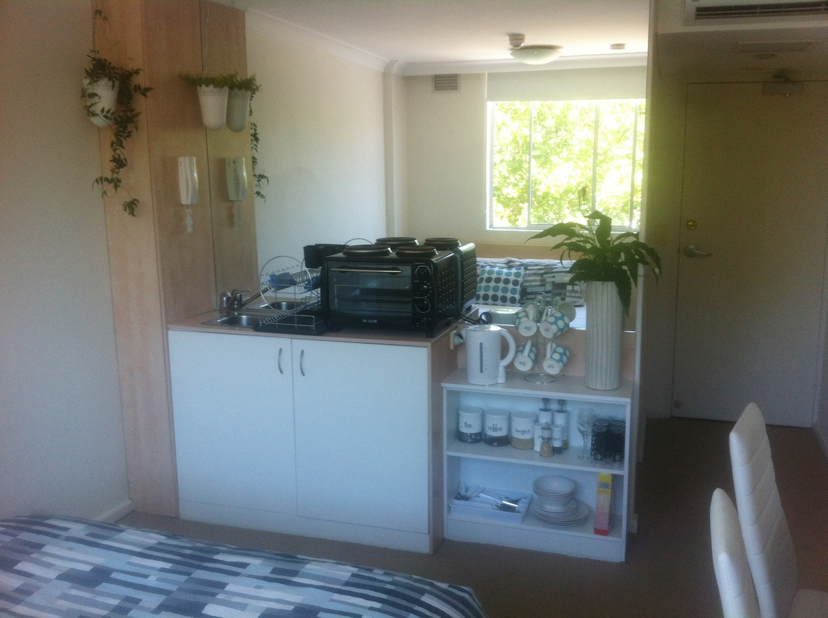 Kitchenette and entrance