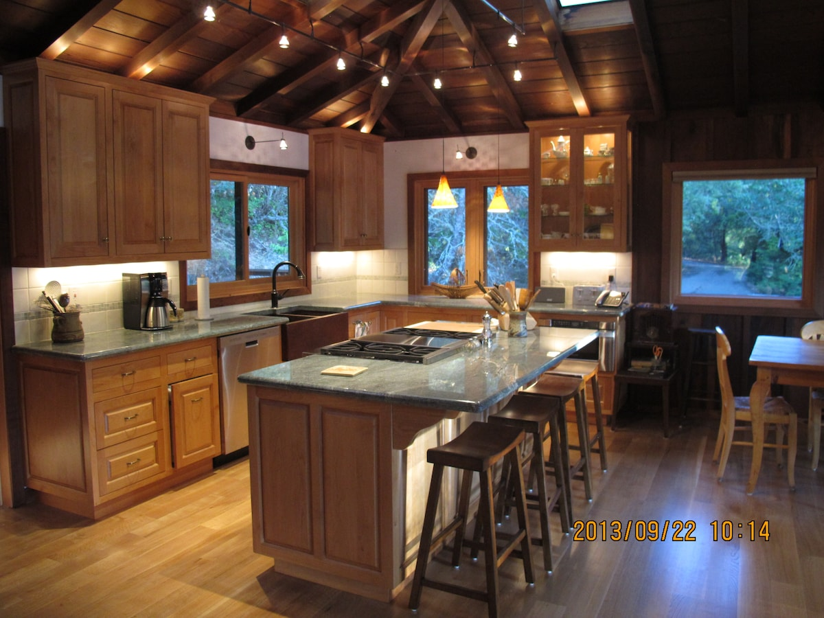 Country Redwood Masterpiece