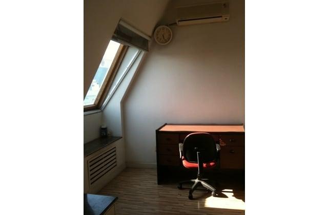 Sunny Master Room near Line 5