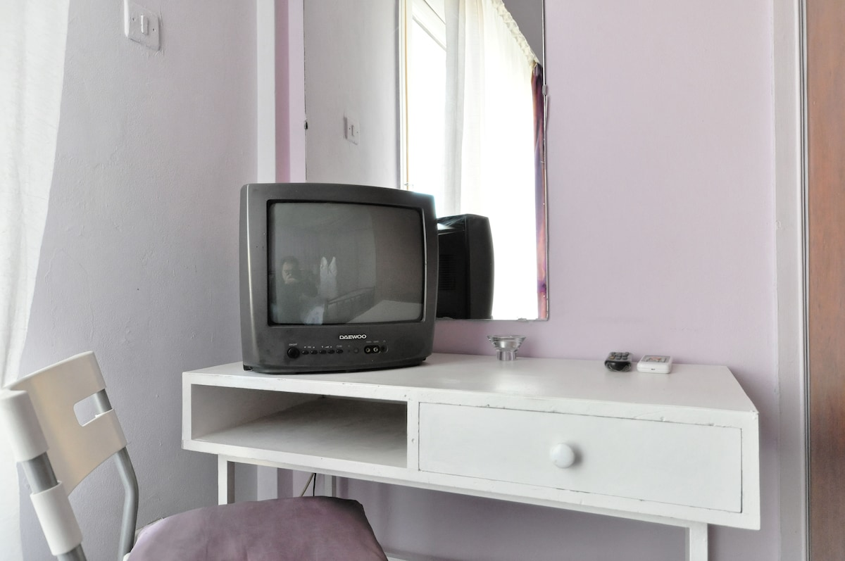 PRIVATE BEDROOM BREAKFAST TV WI-FI