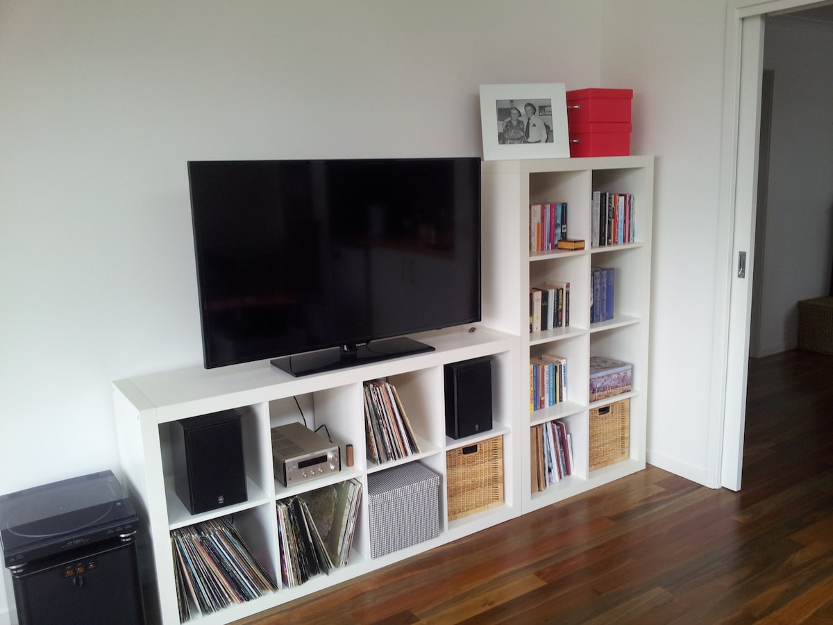 Lounge room entertainment unit with large Samsung TV and DVD player, airconditioning in lounge room
