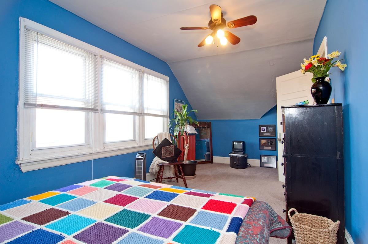 Large/Cozy Room near Philadelphia