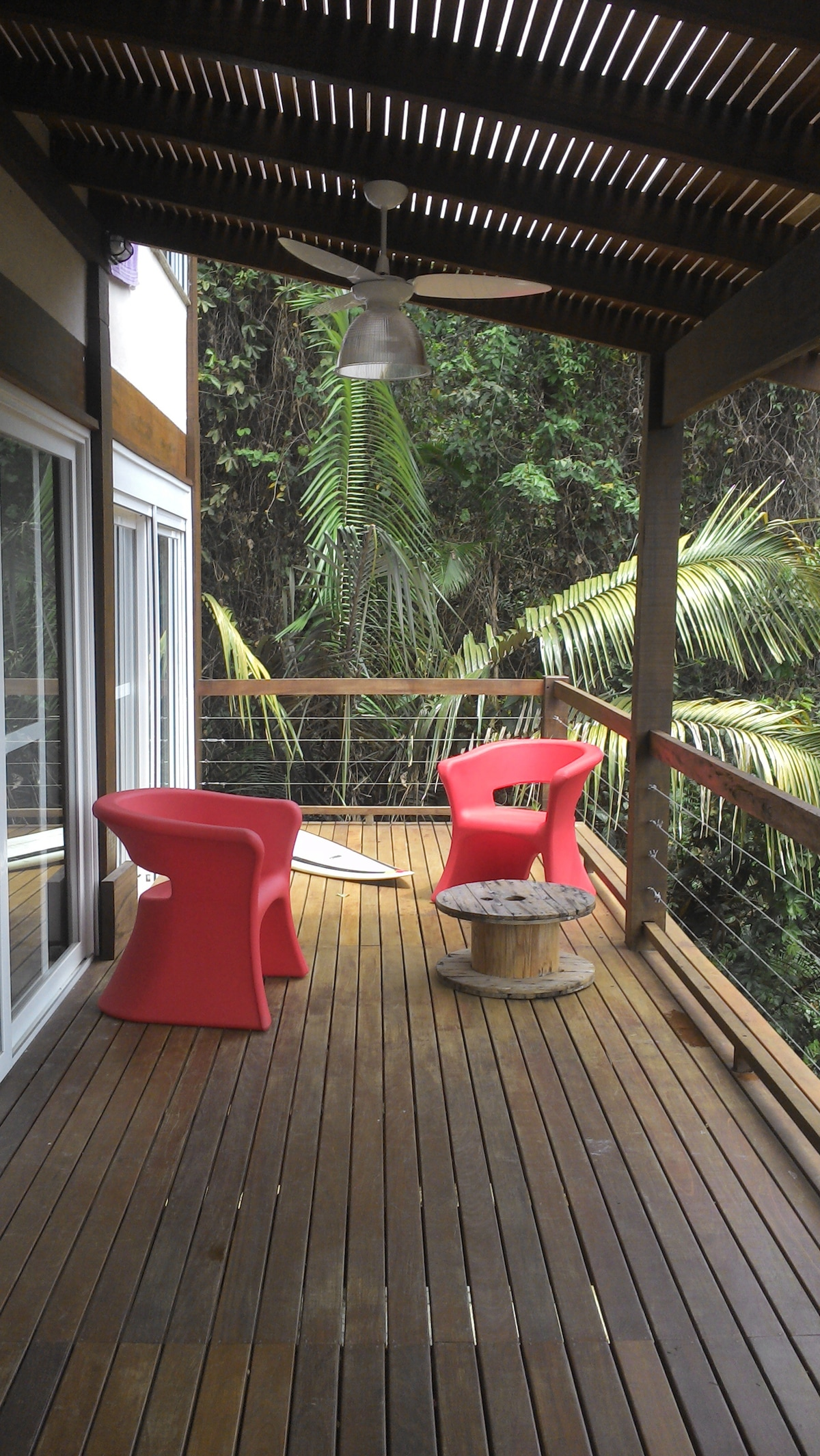 Deck frontal, integrado com a sala e suite 1