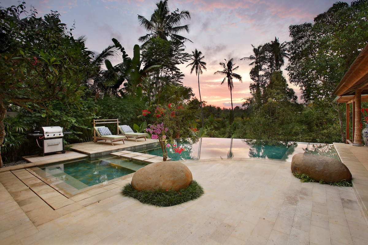 Our pool and lounge area, which comes with a BBQ and fantastic sunsets